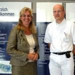 Freuen sich auf die neuen Medizinstudenten: Geschäftsführerin Dr. Anke Lasserre und Chefarzt und Mentor PD Dr. Tilman von Spiegel © Westküstenkliniken